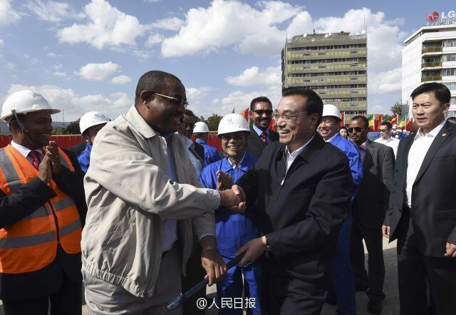 Chinese Premier Li Keqiang and Ethiopian Prime Minister Hailemariam Desalegn visited the Chinese construction site of Addis Ababa rail project.