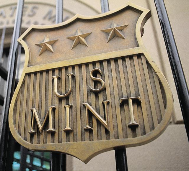 the-us-mint-logo-fence